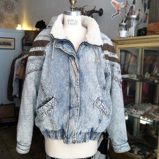 This guy right here will keep you warm & feeling like a cool kid at the same time👆🔥🐅 #vintage #1980s Quilted Animal Print Denim Jacket by #NewYorkGirl size L $98 *All Vintage is 20% off!  (at Antoinette)