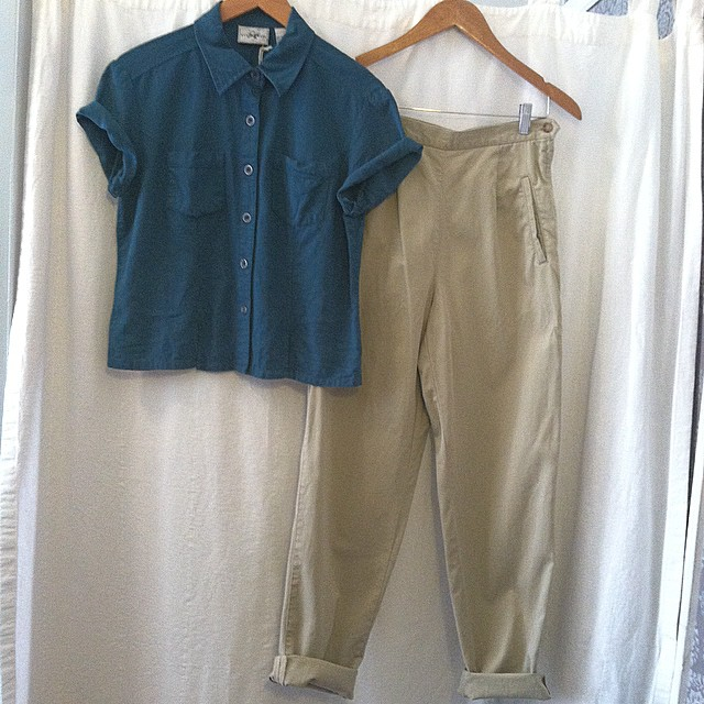 The perfect little #vintage #1990s outfit to make you think Spring is almost here 🙏🌷 #VintageCropTop (with front slits) size 6 $45 & #VintagePants by #Talbots (highwaisted) size 6 $62 // *All Vintage is 20% off! (at Antoinette)