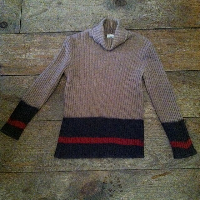 Put on this cozy #vintage #Benetton sweater & go play in the snow (like we are) ❄️❄️❄️ Shop is closing at 5pm today (at Antoinette)
