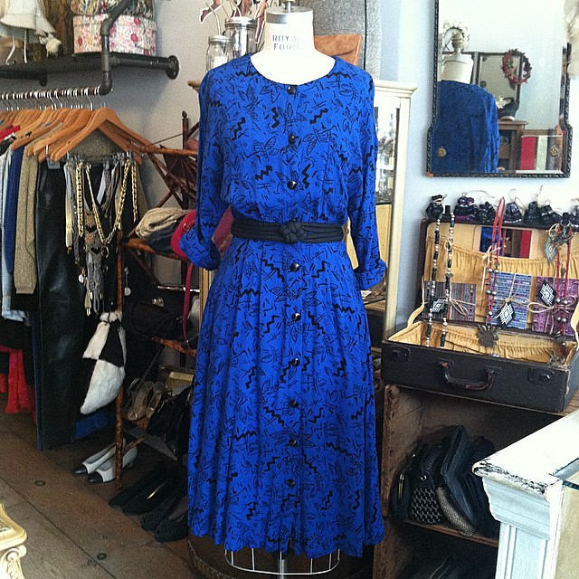 The print on this guy is so so good 💙💙💙 #vintage #1980s dress size 6/8 $60  //  All Vintage is 20% off  (at Antoinette)