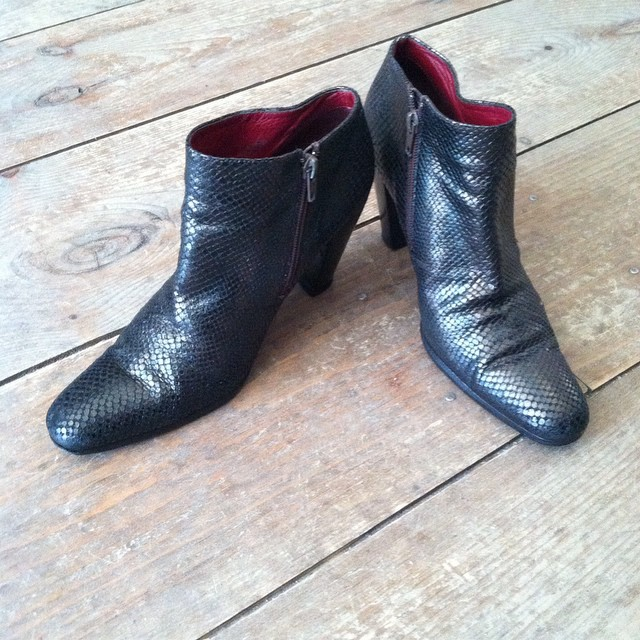 This is not an April Fool's joke we really do have #Vintage size 10 shoes by #DKNY $50 100% leather #MadeInItaly 🙌 Hurry these beauties won't last…Larger shoe sizes never do! #TuesdayShoesDay (at Antoinette)
