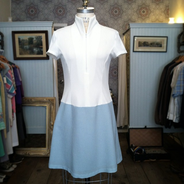 Oh Ello Spring you finally decided to show up 🙌🐣💙 #Vintage #1960s dress size S $68  (at Antoinette)