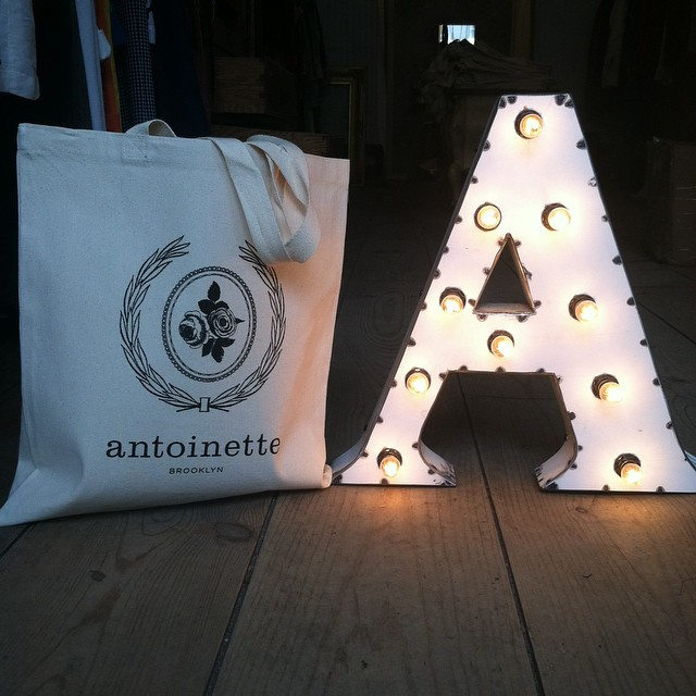 #Antoinette Totes are back in stock in a heavier ounce cotton 🙌 Only $15 a pop & don't forget we shop worldwide 🗽✈️ (at Antoinette)