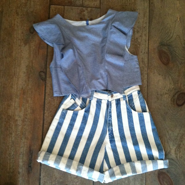 The essential #Spring #ootd #VivaAviva MagnoliaCropTop & #Vintage High waisted shorts size ¾ $55  (at Antoinette)