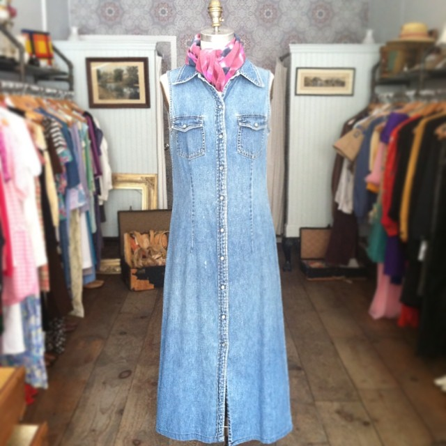 The good kind of Monday Blues 💙💙💙 #vintage #1990s #Gap Denim Dress size S $85 #antoinettevintage #vintageGap #grunge #90s #oneofakind #ootd #summerstyle #festivalstyle #streetstyle #williamsburg #brooklyn #PodascaShop #Shibori #SilkScarves #MadeinPortland #thriftandstyle  (at Antoinette)