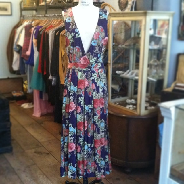 Putting this beauty in the window & we're sure it won't last long #vintage late #1980s by #MichellStuart size L $58 (would be a great size small for #sideboob action 👌) #antoinettevintage #madeinusa #oneofakind #ootd #williamsburg #brooklyn #thriftandstyle  (at Antoinette)