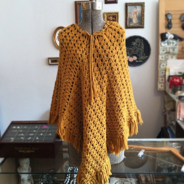 Put Mom's 1970's poncho ($45, O/S) on this beautiful vintage mannequin I picked up yesterday at the @dalaganyc closing sale…We're honored to have a piece of their shop in ours!  #antoinettevintage #vintage #brooklyn #williamsburg #dalaganyc #greenpoint #vintageponcho (at Antoinette)