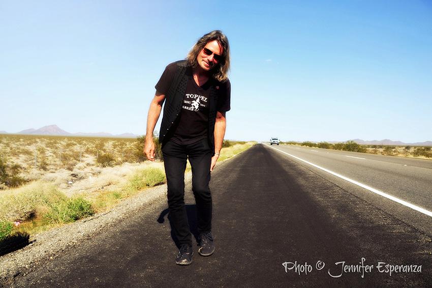 Artist Richard Kurtz • Mojave Desert • Photo ©Jennifer Esperanza