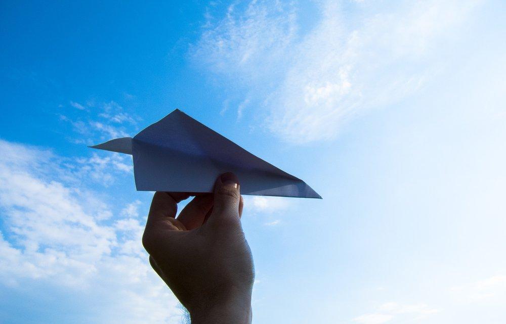 paper-plane-1607340_1920.jpg
