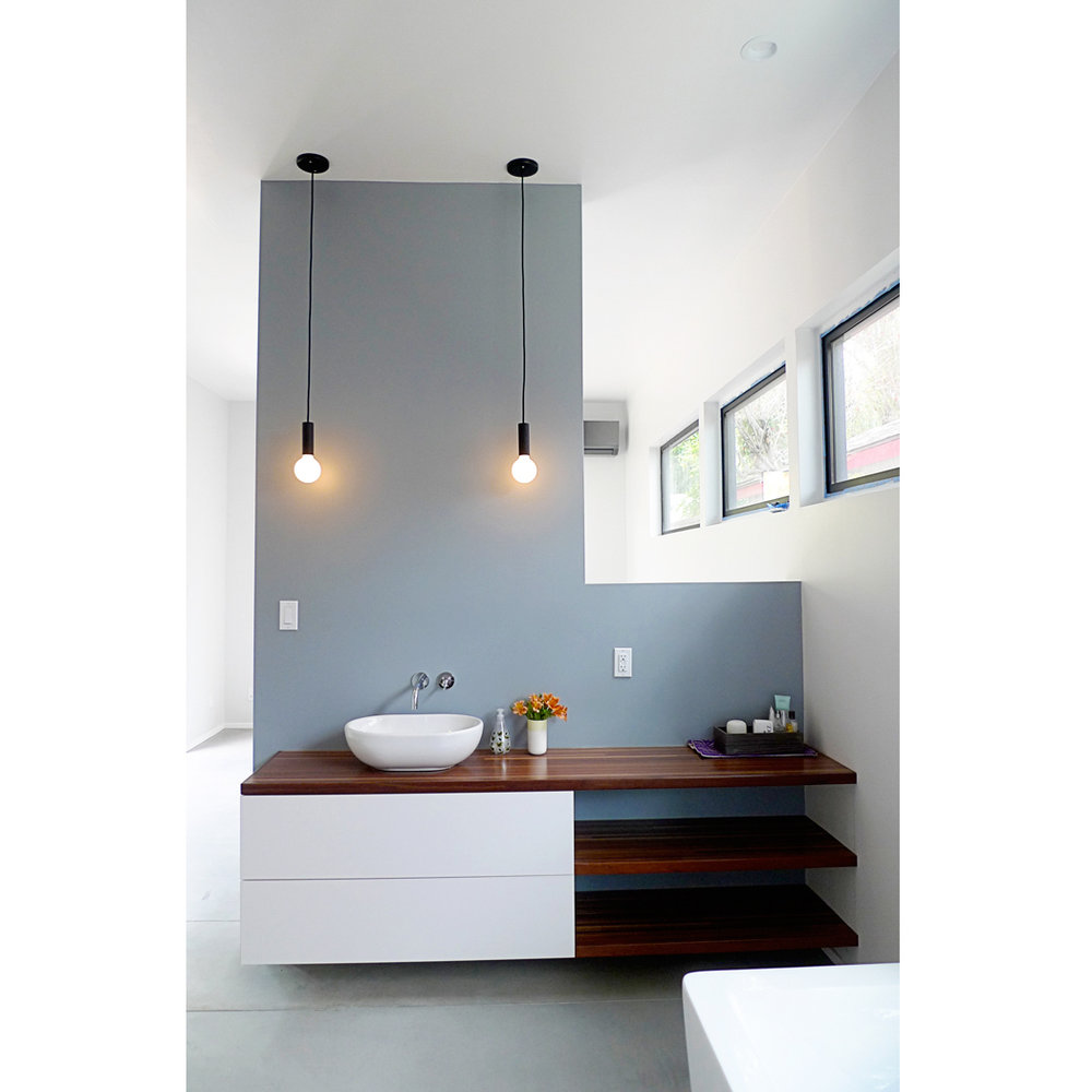 Able-and-Baker-Del-Valle-Master-Bath-Vert-in-Horz-web.jpg