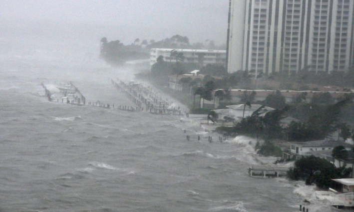 The waves, the rain and the wind against North Miami bay shores