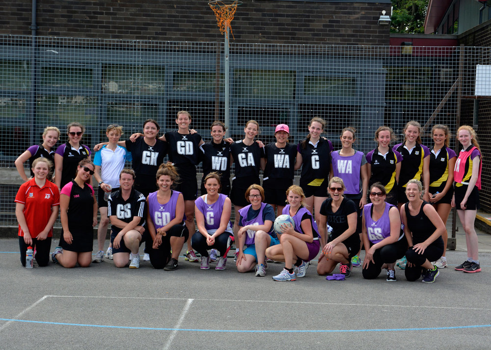 Photo: Netball competitors group photo