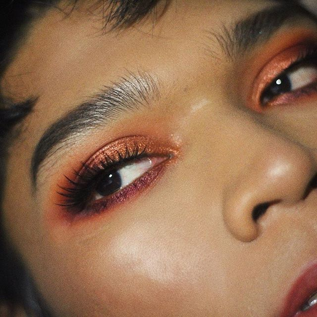 "blood-orange inspired eye look🍊 @colourpopcosmetics ""white rabbit"" and ""static"" are such an elegant warm combo!! paired with ""papaya"" and ""hookah"" mattes from @suvabeauty — ALSO colourpop shadows are notorious for not working that well with brushes but the ""253"" and ""256"" from @smithcosmetics not only pick up good amounts of these shadows but also lay them down and blend them so effortlessly. i literally only used those two brushes for this eye!!!!! 🗣 #smithbrushes #smithsquad"