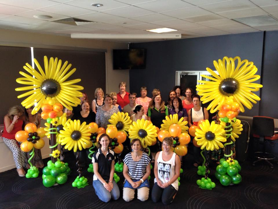 Our garden themed session was taught in 3 groups all of varying abilities.   Group 1 Advanced: Large Floor Standing Sunflower  Group 2 Intermediate: Buffet Table Sunflower   Group 3 Beginner: Table Centrepiece Bloom