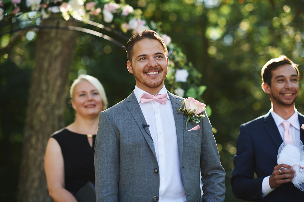 groom-seeing-his-bride-walk-down-the-aisle.jpg