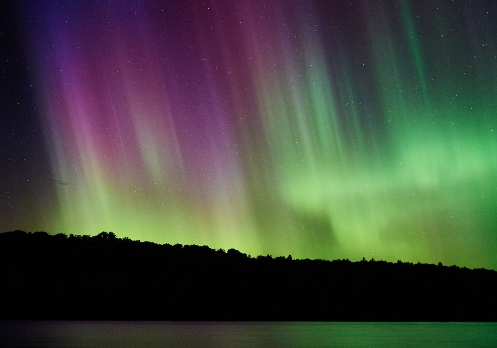 northern-lights-at-an-outdoor-wedding-reception-in-ontario.jpg