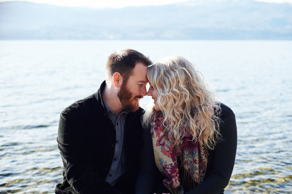 engaged-couple-portrait-session-by-okanagan-lake-in-the-spring.jpg