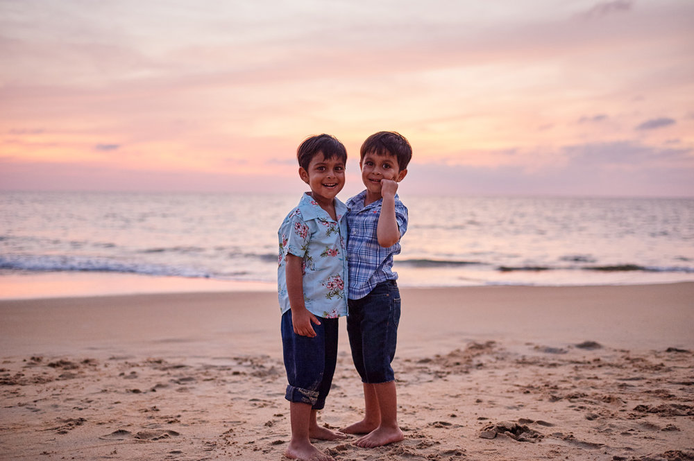 two-brothers-on-the-beach-family-photo-session.jpg