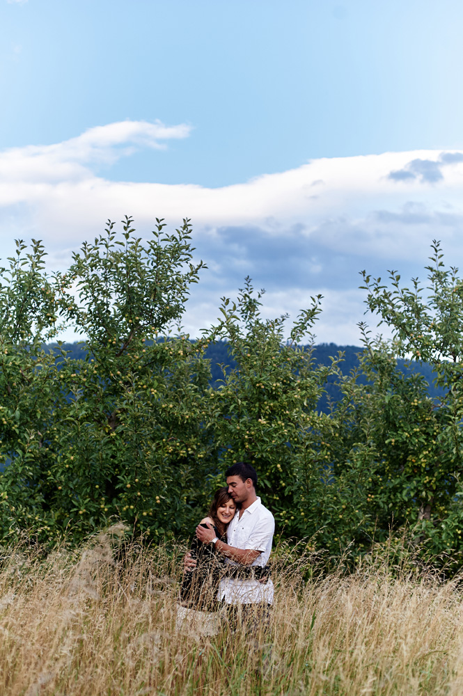 engaged-couple-in-an-apple-orchard-in-the-okanagan.jpg