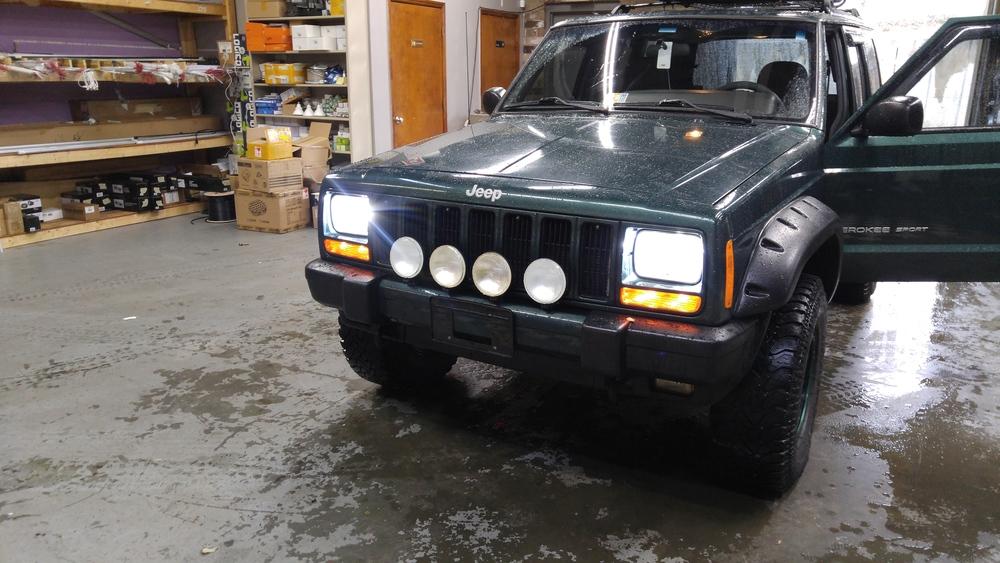 01 Jeep Cherokee.jpg