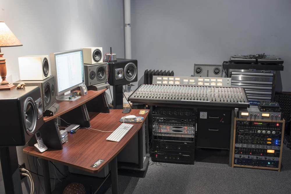 _DSC0348.control room 4 web.jpg