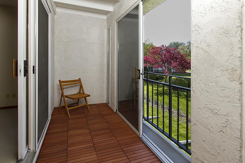 web_balcony.jpg