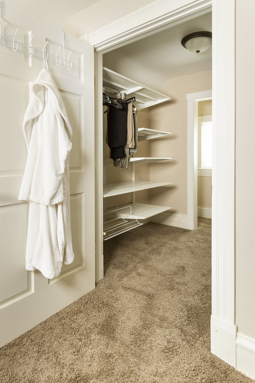 bedroom 3 closet.jpg