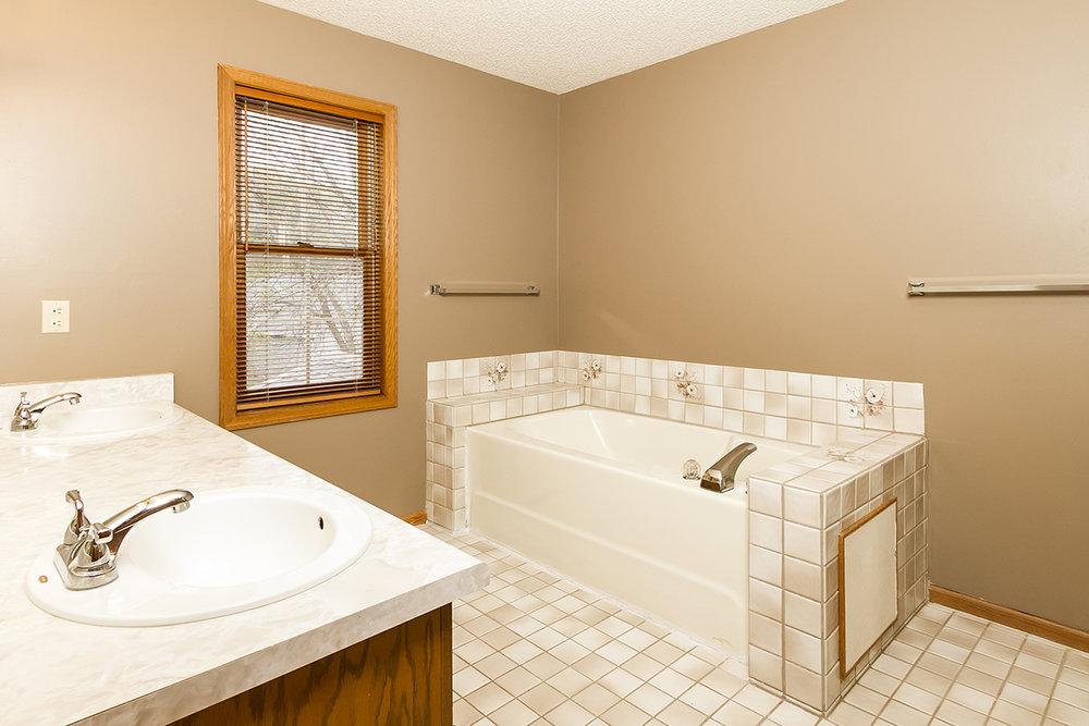 web_bathroom master tub.jpg