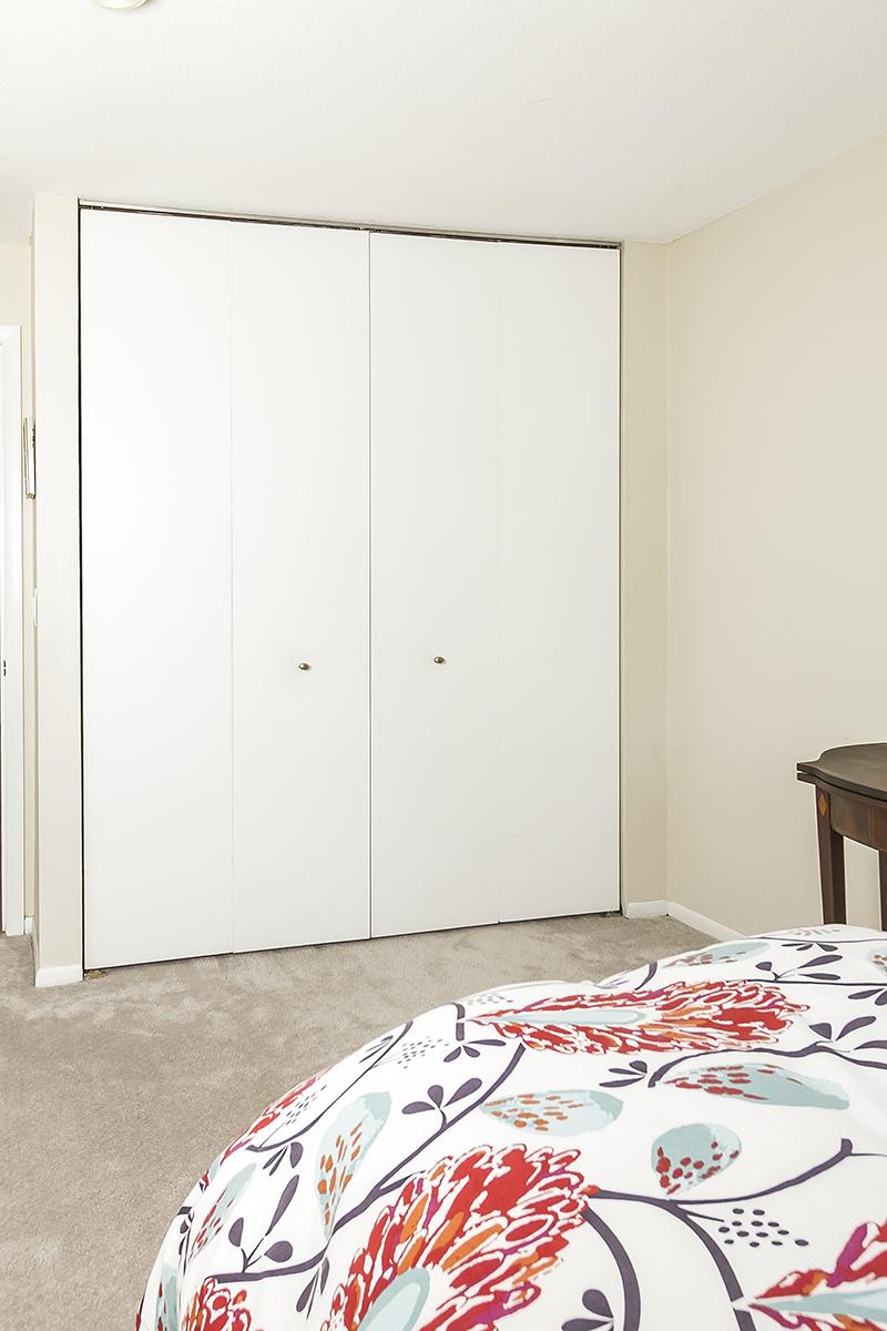 web_closet door closed.jpg