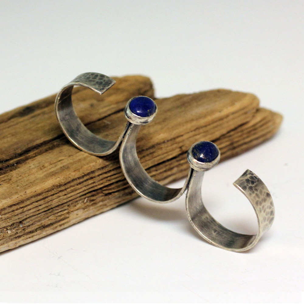 Sterling silver three finger ring with lapis lazulli