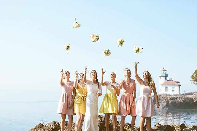 A bright sunny day like today makes me feel like this happy group of ladies and an urge to head up to the islands. Anyone feel like getting married today!? I think we can get the next ⛴ ferry!!! ☀️ @lakedaleresort #sanjuanisland #sanjuanislandweddingphotographer #lakedaleresortwedding #sanjuanislandwedding #limekilnstatepark