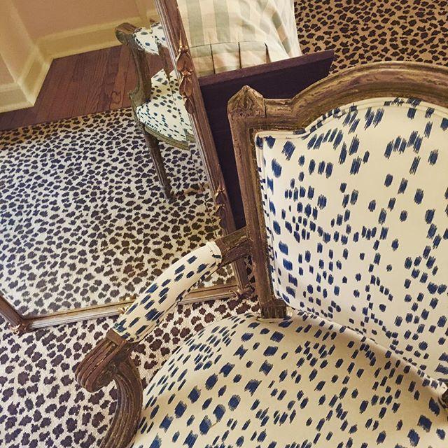 I love my childhood bedroom/storage space #leopardisaneutral @brunschwigfils #perfectpinkwalls #mamacreativegenius #cheriesaiditbeforejenna