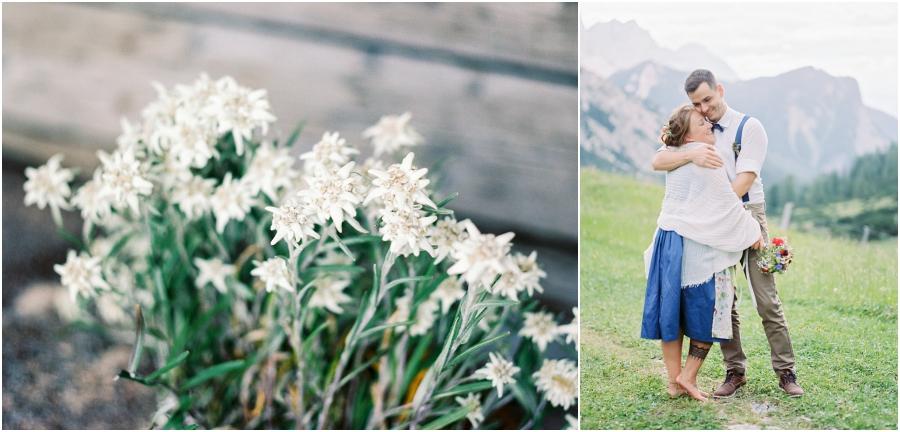 Siegrid Cain Hochzeit Tirol Austria Karwendel Tracht Tattoos Brautkleid Gössl Gebirge Sommer Verliebt Grauvieh Edelweiss Alpine Almhütte alternative Hochzeit barfuss Sommerblumen Brautstrauss_0013.jpg