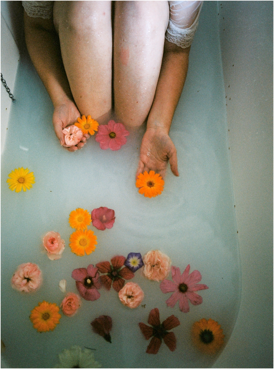 Siegrid Cain boudoir nude water sensual photography portrait woman in bathtub with flowers milkbath_0009.jpg