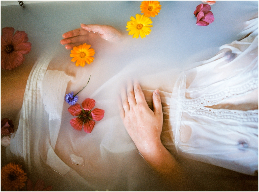 Siegrid Cain boudoir nude water sensual photography portrait woman in bathtub with flowers milkbath_0013.jpg