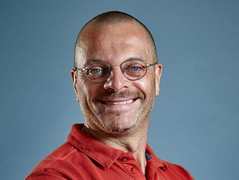 Dr Daniel Theisen