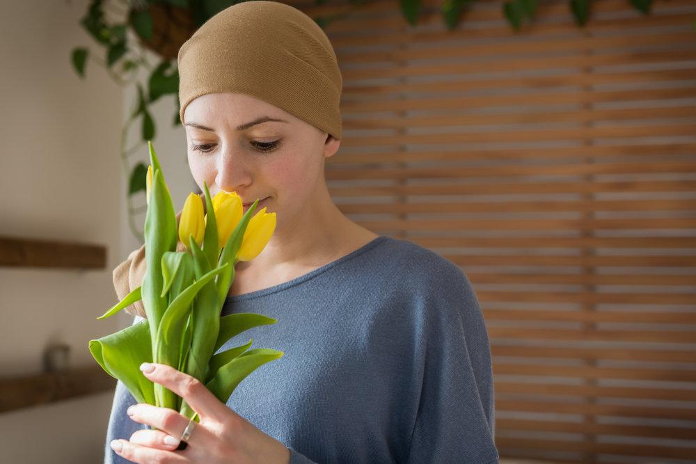 - 7. Faites de petits cadeaux ! Préférez les fleurs aux plantes vertes( l'arrosage et l'entretien peuvent devenir une corvée), offrez des petits pyjamas , livres… vous la connaissez et savez ce que lui fait plaisir…