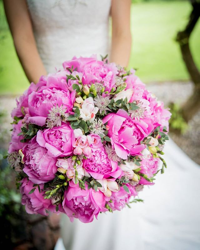 Vibrant blooms! LOVE a bold bouquet. #bridalinspiration #weddingflowers #bold #pink #weddinginspo #inspiration #weddingideas #yourdayyourway #doityourway