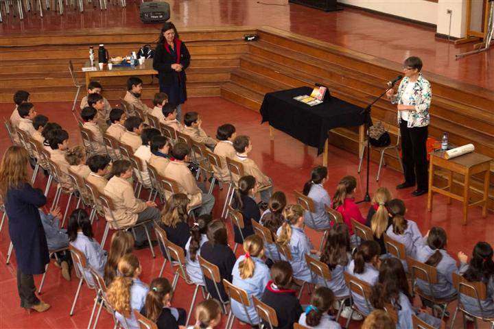 Bird's eye view of the performance at Padre Hurtado y Juanita de los Andes