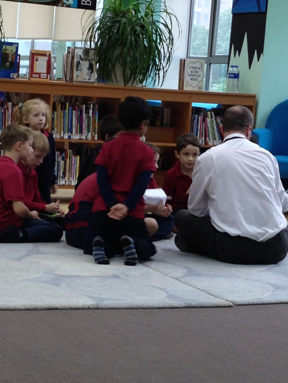 I wasn't the only one sharing stories. At lunchtime, the Head of School at Suzhou Singapore International School and other dignitaries read to the kids in the library.