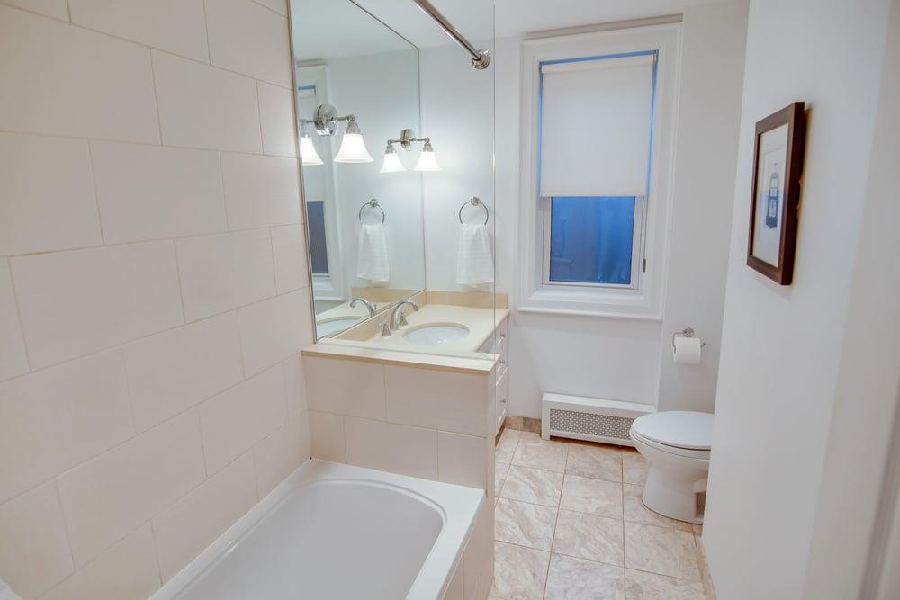 28 StG bathroom.jpg