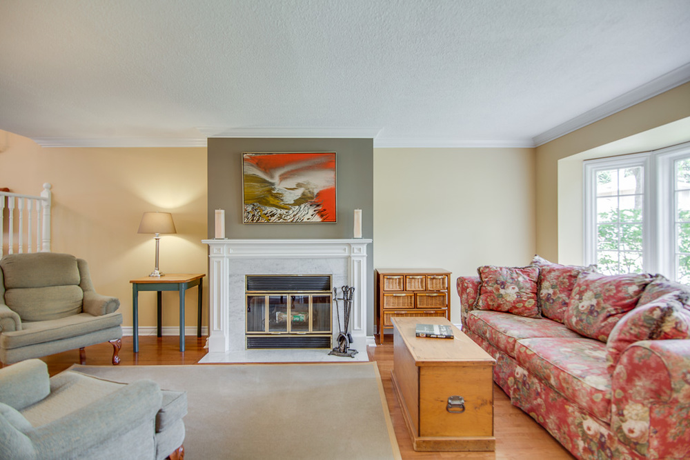 livingroom 42s.jpg