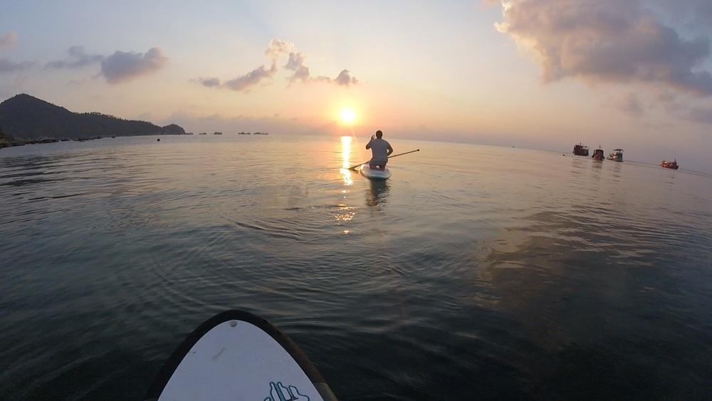 Solnedgång på en Paddleboard i Koh Tao