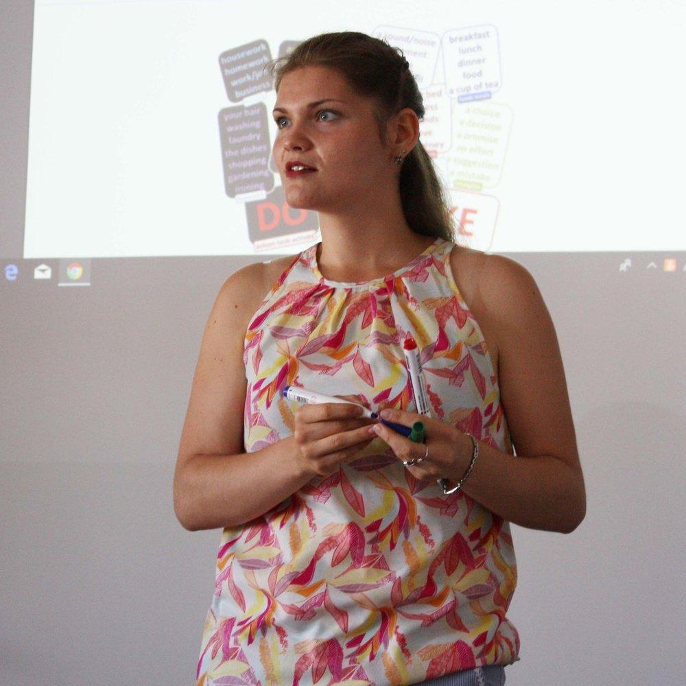 Olena Ponomarenko teaching at Lucky Pupil