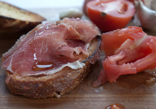 tomato-bread-with-iberico