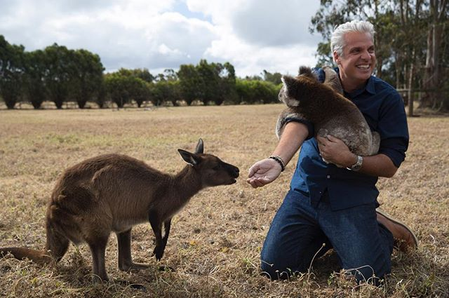 Don't bite the hand that feeds you! @ausoutbacknt #Australia #aveceric #ericripert [Photo by Michaela McKee]