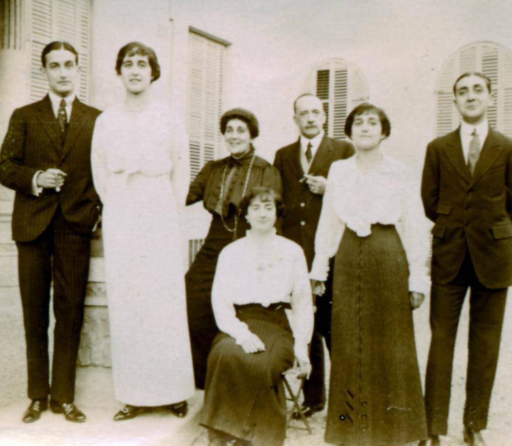 Familia Delas en 1913.jpg