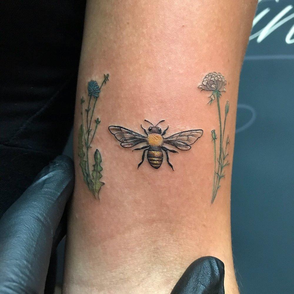 fine line single needle Justin Turkus Philadelphia best tattoo artist color bee flowers.jpg