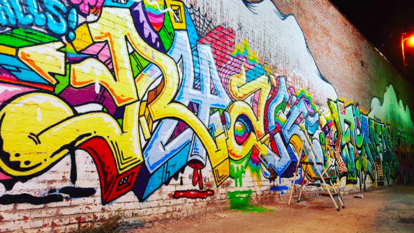 Photo by:   @xtylaax  , Mural by:    @pyramidguy   @yeehawpizza     @pappasconhuevos    @mrdylanb