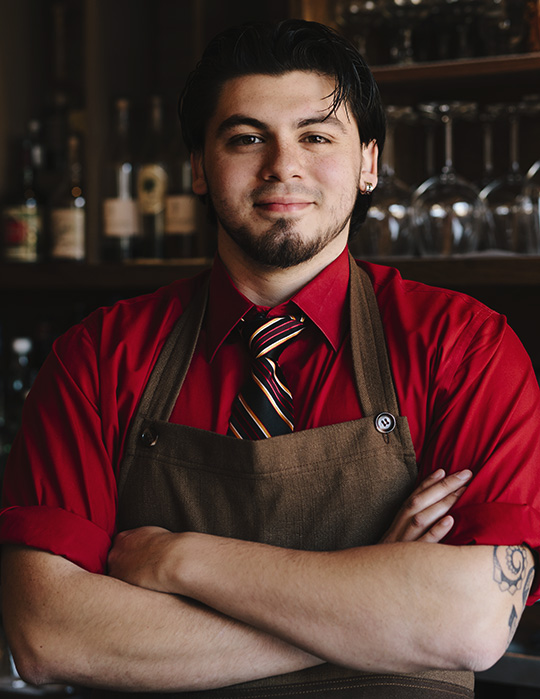 Bartender Will Isaza